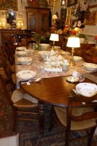 Table 6 pieds acajou, 260 ouverte, 650 €