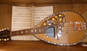 Mandoline, 350 €