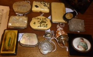 Porte-monnaie, tabatière, poudrier ...