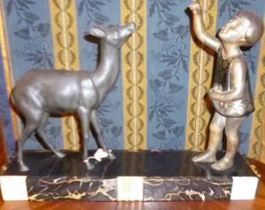 Sujet Art-Déco, régule et marbre, fillette et biche, 90 €