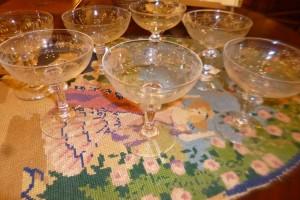 6 Coupes à champagne, verre gravé, 70 €