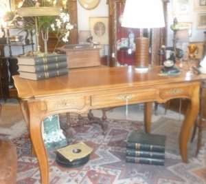 Grand bureau plat, style Louis XV,650€