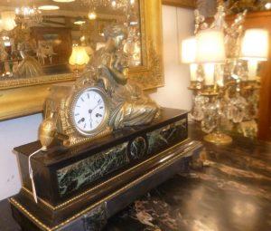 Pendule bronze et marbre,680€