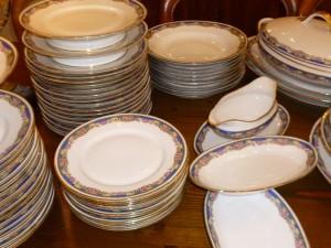 Service porcelaine de Limoges, 66 pièces, 320 €