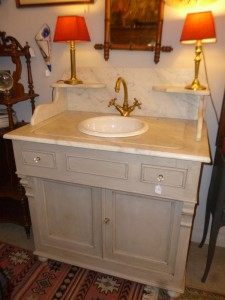 Commode de toilette, 650 €
