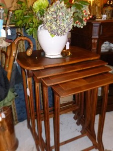 Table Gigogne, 280 €