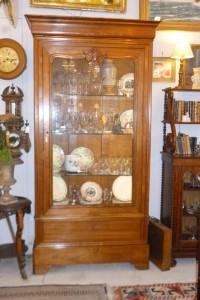 Vitrine Louis- Philippe, 650 €