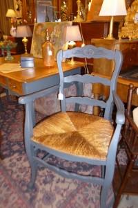 Paire de fauteuils paillés, 280 €