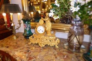 Pendule régule doré, 320 €