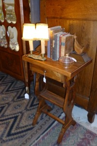 Petite table d'appoint, 180€
