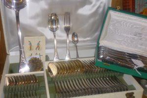 Ménagère Marly, Christofle, 550 € et 240 € avec les couteaux
