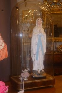 Vierge pâte tendre, ballerine porcelaine et globe