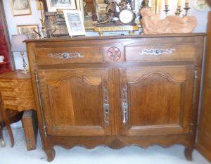 Buffet chêne, style Louis XV,550€