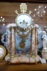Pendule portique marbre,340€