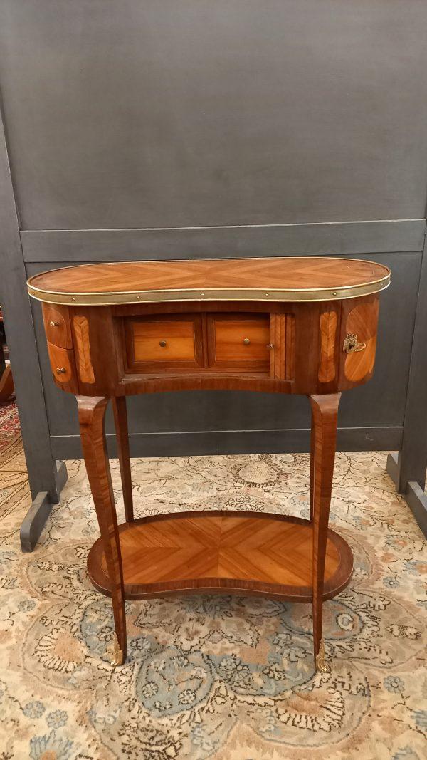 table rognon, style Louis XV