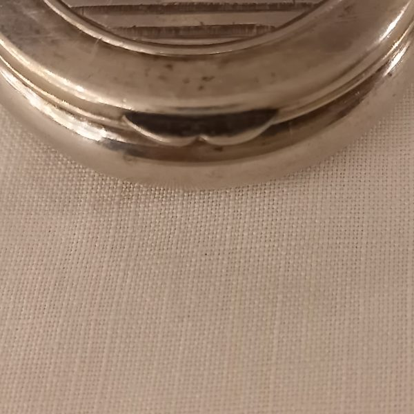 Boite à pilules en métal argenté