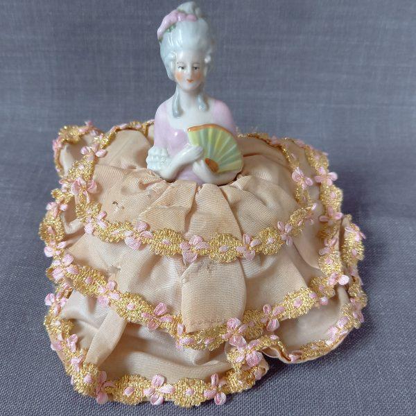 figurine marquise porcelaine