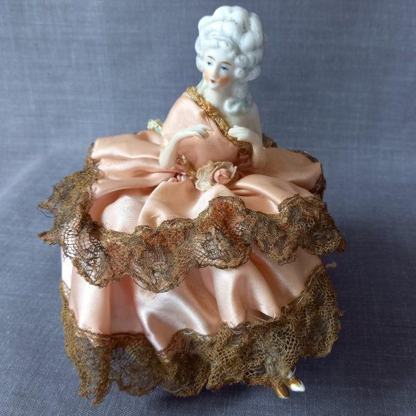 Poudrier-figurine marquise porcelaine