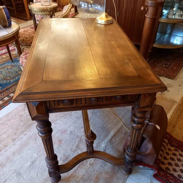 Table bureau style Henri II