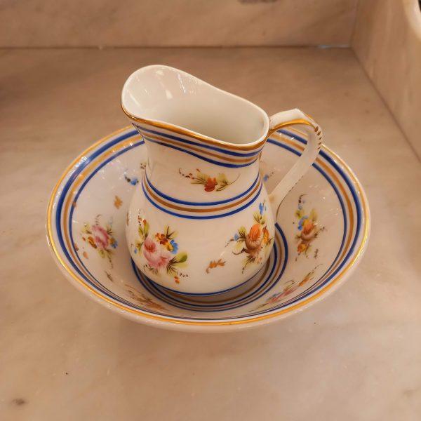 Petit broc de toilette porcelaine