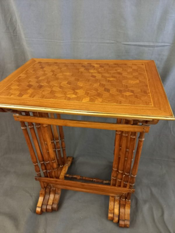 Tables Gigogne, Marquetterie Damiers