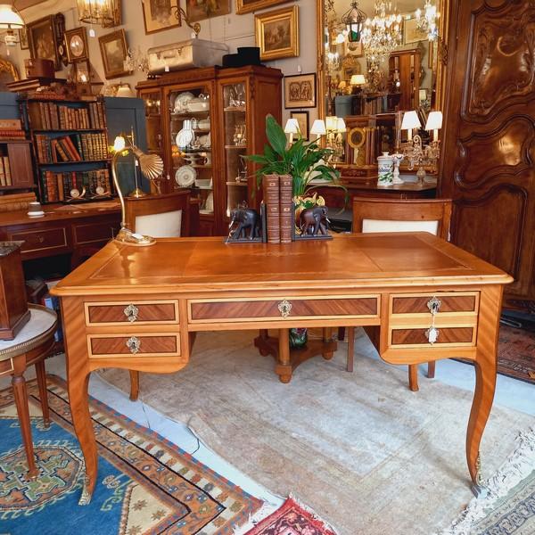 Bureau plat ancien de style Louis XV