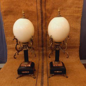 Paire d'Oeufs d'Autruche, montés sur un Socle Napoléon III en marbre et régule